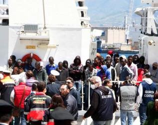 migranti-sbarco-2