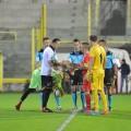 Scambio di gagliardetti tra i due capitani ed ex compagni di squadra al Messina in Serie A, Parisi e Giampà (foto messinasportiva.it)