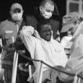 Uno dei migranti feriti (foto di Enrico Di Giacomo)
