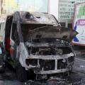 L'ambulanza veterinaria distrutta dall'incendio (foto da pagina FB dell'Associazione Soccorriamoli)