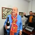 Il neo proprietario del Messina, Franco Proto, festeggia dopo la firma (foto di Enrico Di Giacomo)